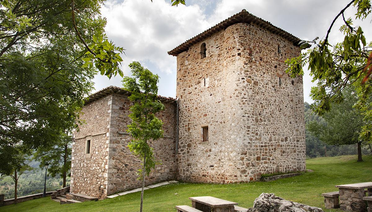 4 · Torre defensiva y Ermita