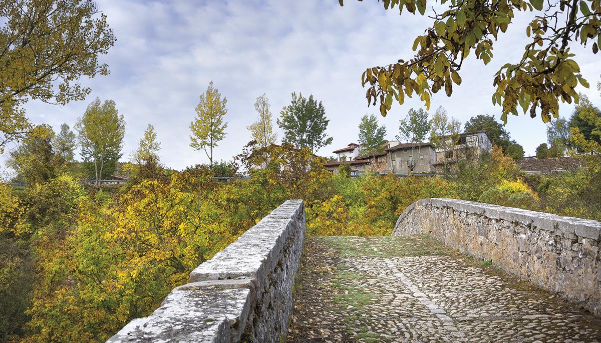 6 · El Puente Medieval
